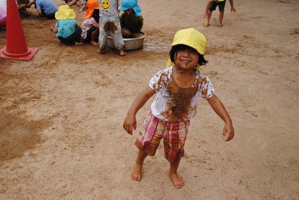 泥んこ遊びサムネイル